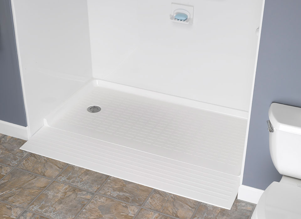BathMakeoverMN-barrier-free-shower-landing